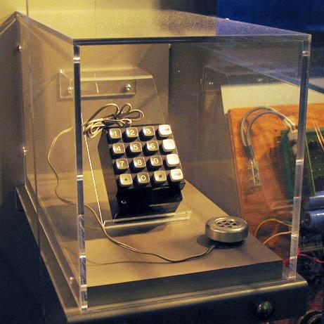Стив Джобс Уолтер Айзексон «Синяя коробочка» Стива Возняка в Музее компьютерной истории, Калифорния
